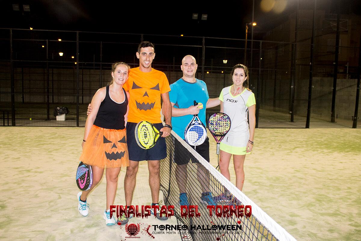 finalistas torneo halloween cuarta mixta club padel mediterraneo